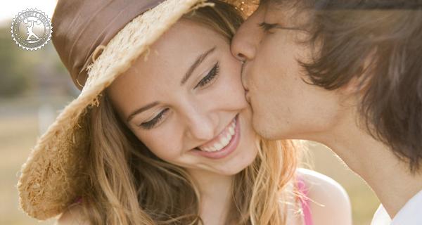 Как правильно целовать друга или родственника?