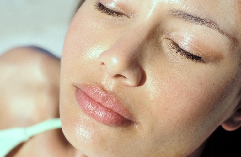 Можно ли использовать увлажняющий крем для жирной кожи?